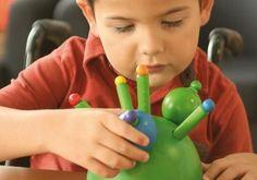 Nous allons tenter dans cet article de vous proposer 10 outils pour faciliter le quotidien d'un enfant dyspraxique.