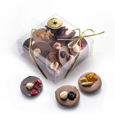 Palet Gourmands- Palet Gourmands Belgian chocolate fruit and nut buttons - Homemade Chocolate Bars, Chocolate Pizza, Chocolate Candy Recipes, Chocolate Buttons, Luxury Chocolate, Chocolate Sweets, Chocolate Shop, Belgian Chocolate, Chocolate Bark