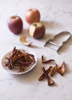 Photo de la recette: Chips de pelures de pommes à la cannelle