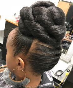60 Easy and Showy Protective Hairstyles for Natural Hair Sleek Updo with High Chunky Knotted Bun Braided Updo Natural Hair, Twisted Hair, Protective Hairstyles For Natural Hair, Natural Curls, Natural Mohawk, Black Hair Updo Hairstyles, Black Women Hairstyles, Braided Hairstyles, Wedding Hairstyles