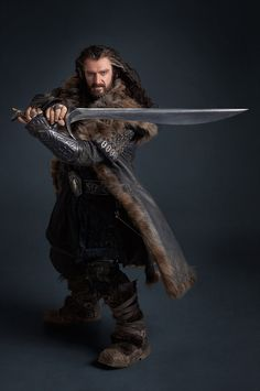 16 Thorin with sword *.jpg