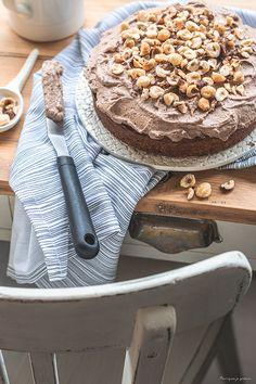 Gâteau aux noisettes (ou «Gâteau Creusois») & crème montée au chocolat praliné. Garlic Press, Creme, Chocolate Fondue, Dessert Recipes, Sweet Recipes