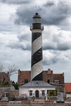 This page contains information and pictures from the Gravelines (Petit Fort Philippe) lighthouse in France. Gravelines France, Lighthouse Photos, Safe Harbor, Beacon Of Light, Planet Earth, Places Ive Been, Cool Photos, Coastal, Beautiful Places