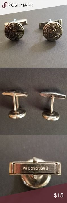 Men's Cufflinks, 1960's, Silver-toned PAT 2920363 Vintage Men's Cufflinks, 1960's, Silver-toned PAT 2920363, Estate Offering Pre-owned. Show some normal wear. Please refer to the pictures as the best condition description. Weight (approximate):  .1 oz (3 g) Inscription:  PAT 2920363  Refer to the pictures as the best condition description The item in the pictures is the item you will receive Accessories Cuff Links