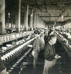 Spooling yarn at a cotton mill in Dallas, 1915. Traces of Texas