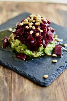 Beetroot tartare with avocado The veg is the goal. - Beetroot tartare with avocado The veg is the goal. Vegetarian Recipes, Cooking Recipes, Healthy Recipes, Breakfast And Brunch, Avocado Dessert, Tasty, Yummy Food, Avocado Recipes, Beetroot