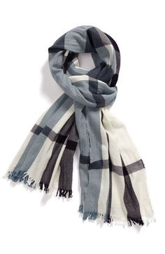 Burberry mens scarf I often find chic and elegant scarves in men's boutiques. Burberry Scarf, Burberry Men, Sharp Dressed Man, Well Dressed Men, Estilo Cool, Gentleman Style, Swagg, Men Dress, Style Me