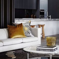 I love the gorgeous interior spaces created by Christopher Elliott! Sophisticated and elegant yet relaxed... #christopherelliottdesign  #homedesign #lifestyle #style #designporn #interiors #decorating #interiordesign #interiordecor #architecture #landscapedesign