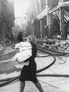 """Willy van Heekerns Foto """"Die letzen Reste"""" zeigt Duisburg im Jahr 1943."""