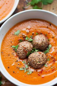 Tomato cream of lentil-vegan. Veggie Recipes, Soup Recipes, Cooking Recipes, Free Recipes, Vegan Soups, Going Vegan, Good Food, Food And Drink, Healthy Eating
