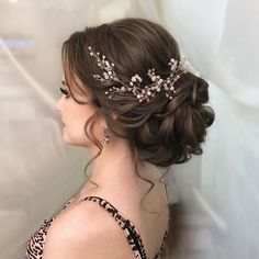 Hairstyle Wedding hair vine Extra Long Crystal and Pearl Hair Piece Flower headpiece Brida. Wedding hair vine Extra Long Crystal and Pearl Hair Piece Flower headpiece Bridal Jewelry Crystal wreath Accessories for bride Headband Vine Wedding Hair And Makeup, Wedding Hair Accessories, Bridal Hair Updo With Veil, Hair Wedding, Indian Bridal Hair, Hair Piece Wedding, Bridal Hair Updo Elegant, Wedding Hair Styles, Wedding Veils