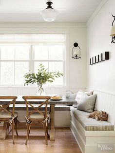 Neutral dining with bench seat.