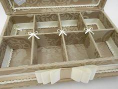 Linda caixa kit toillet com pés em metal dourado.  Consulte preço com produtos e embalagens personalizadas inclusas.  Sua festa ficará linda!  Tamanho 33cm x 25cm x 6cm