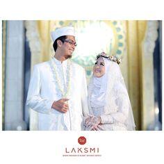 Sayang . . . kamu menggemaskan deh!!!  .  .  .  Semoga bagi Sahabat Laksmi yang belum dipertemukan dengan belahan jiwanya, tahun ini bisa disegerakan pernikahannya ^^