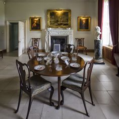 Melford Hall Country Houses, Country Style Homes, Dining Room Table, Dining Rooms, Country Chic Decor, Manor Houses, Elegant Dining, National Trust, Paradis