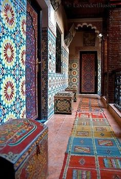 Moroccan decor--amazing color palate.