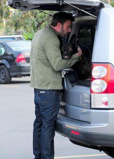 Ben #Affleck & his Silver Land Rover #LR4.  #pet_friendly #versatile #7_seats
