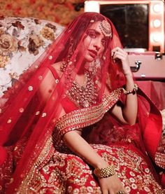 Indian Wedding Pictures, Indian Bridal Photos, Indian Bridal Wear, Indian Wedding Outfits, Indian Outfits, Beautiful Indian Brides, Beautiful Bride, Indian Bride Photography Poses, Bridal Photography