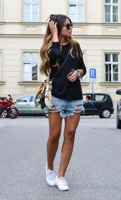 look short jeans destroyed Mais - Moldes Moda Look Short Jeans, Look Con Short, Jeans Style, Mode Outfits, Casual Outfits, Fashion Outfits, Jean Short Outfits, Fashion Clothes, Look Fashion