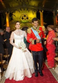 The Royal Order of Sartorial Splendor: Wedding Wednesday: The Duchess of Anjou's Gown