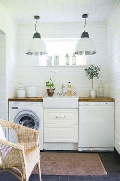 Aménagement d'une #buanderie #cosy http://www.m-habitat.fr/petits-espaces/buanderie/creer-un-coin-buanderie-dans-une-cave-un-sous-sol-2714_A