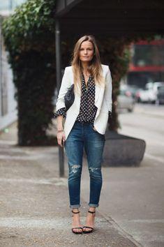 52a7f74d9e Combinação de sucesso no street style  poás + jeans