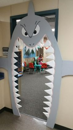 Toy Libraries: 50 Inspirations to Create a Playful Area in Your Home! Underwater Birthday, Underwater Theme, Under The Sea Decorations, Shark Decorations, Shark Party, Under The Sea Party, Sea Theme, Classroom Decor, Birthday Party Themes