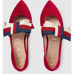 Gucci Velvet Ballet Flat With Sylvie Bow (30,415 PHP) ❤ liked on Polyvore featuring shoes, flats, red, velvet ballet flats, red ballet flats, gucci flats, gucci shoes and pointy-toe flats