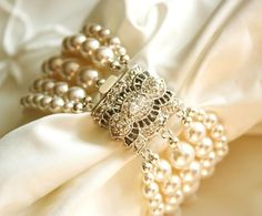 Awesome Wedding Table Decor   White Pearl Napkin Rings With Bling . Get Your Faux  Pearls At Www.fizzypops.com ...we Have A Huge Selection And Offer Bulk Diu2026