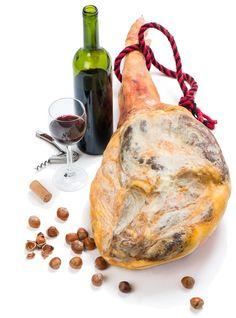 ¿Te imaginas poder perder peso incluyendo en tu dieta dos alimentos tan sabrosos como el vino y el jamón? Descubrimos las claves de esta dieta, de la mano de su creador, el ...