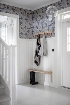 Modern entryway with white beadboard and fun wallpaper. Wooden hook and simple bench make this entryway simple and stylish. Wood Interior Design, Home Interior, Interior And Exterior, Interior Decorating, Hallway Inspiration, Interior Inspiration, Scandinavian Cottage, White Beadboard, Contemporary Decor