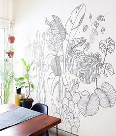 Wall makeover: Fun weekend activity. How to draw a wall mural on a blank wall. Foliage mural with Sharpie.