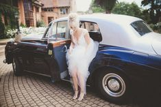 Casey Jeanne gown | http://www.southboundbride.com/modern-vintage-wedding-at-netherwood-by-fiona-clair | Credit: Fiona Clair