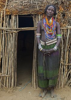 Portrait Of Beautiful Erbore Tribe Woman Wearing Beaded Necklace, Omo Valley, Ethiopia Tribal People, Tribal Women, African Beauty, African Women, African Fashion, Africa Mission Trip, Africa Tribes, Africa People, African Countries