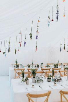 Minimalist botanical wedding in a London backyard - Wedding Decor Wedding Table Garland, Wedding Table Flowers, Wedding Flower Decorations, Wedding Table Settings, Wedding Centerpieces, Backyard Decorations, Wedding Plants, Wedding Tables, Parties Decorations