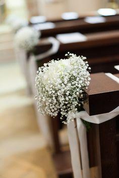Kirchenschmuck, schlicht in weiß - Schleierkraut mit weißer Hortensie, Satinband…