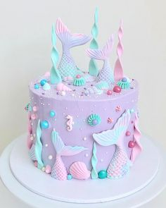 This mermaid cake is too pretty to eat. We'll just stare at it all day. Cake by 🧜‍♀️🧜‍♀️🧜‍♀️ Dolphin Birthday Cakes, Mermaid Birthday Cakes, Mermaid Cakes, Ocean Cakes, Beach Cakes, Bolo Tinker Bell, Sirenita Cake, Zoe Cake, Barbie Birthday