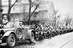 Wehrmacht in Ostrava Car Images, State Police, Ford Motor Company, Police Cars, Antique Cars, New York, War, Plates, Vintage Cars