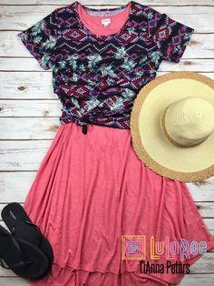 LuLaRoe Carly dress & classic t outfit   #lularoe #lularoetiannapeters #shoplularoetiannapeters #shoplularoe #lularoeoutfit #lularoeflatlay #lularoecarly #lularoeclassic