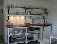mökkikeittiö Cozinha Shabby Chic, Summer Cabins, Cabin Kitchens, Van Living, Small Places, Play Houses, Kitchen Remodel, New Homes, Furniture