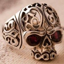 anel de prata caveira com olhos de granada