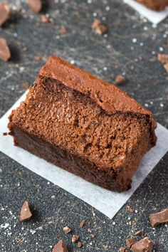 Healthy 3 Ingredient Flourless Applesauce Brownies made with NO flour, grains, sugar, butter or oil- Paleo, vegan and gluten free! - thebigmansworld.com