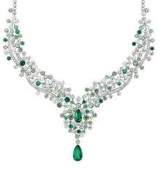 PIAGET - Collier in oro bianco con smeraldi a goccia dello Zambia, diamanti, granati demantoide, tormaline verdi, smeraldi #preziosamagazine