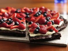 4th of July Brownie & Berries Pizza - Why have I never eaten this? YUMMY