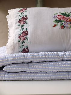 embroidered pillow 50x35 cm - Ottomania