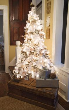 exquisite totally white vintage christmas ideas 45 Christmas White Vintage Decoration Ideas