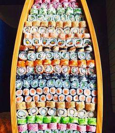 The perfect menu for your perfect wedding sushi Ramen Comida, Sushi Catering, Sushi Boat, Sushi Sushi, Japanese Food Sushi, Sushi Platter, Sushi Night, Sushi Party, Sushi Time