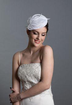 White wedding hat. Beautiful pillbox hat. White percher. New design in my 2021 collection. Wedding Fascinators, Wedding Hats, Wedding Dresses, Sinamay Hats, Pillbox Hat, Wedding Reception Planning, White Feathers, Civil Ceremony, White Bridal