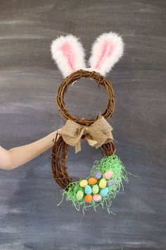 DIY easter bunny wreath idea from MichaelsMakers Sugarbee Crafts Easter Projects, Easter Crafts, Easter Ideas, Bee Crafts, Crafts To Do, Spring Crafts, Holiday Crafts, Hoppy Easter, Easter Bunny