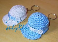 Crochet Keychain: 38 Step by Step Templates Crochet Cap, Crochet Amigurumi, Cute Crochet, Amigurumi Patterns, Crochet Crafts, Crochet Dolls, Crochet Stitches, Crochet Projects, Crochet Patterns